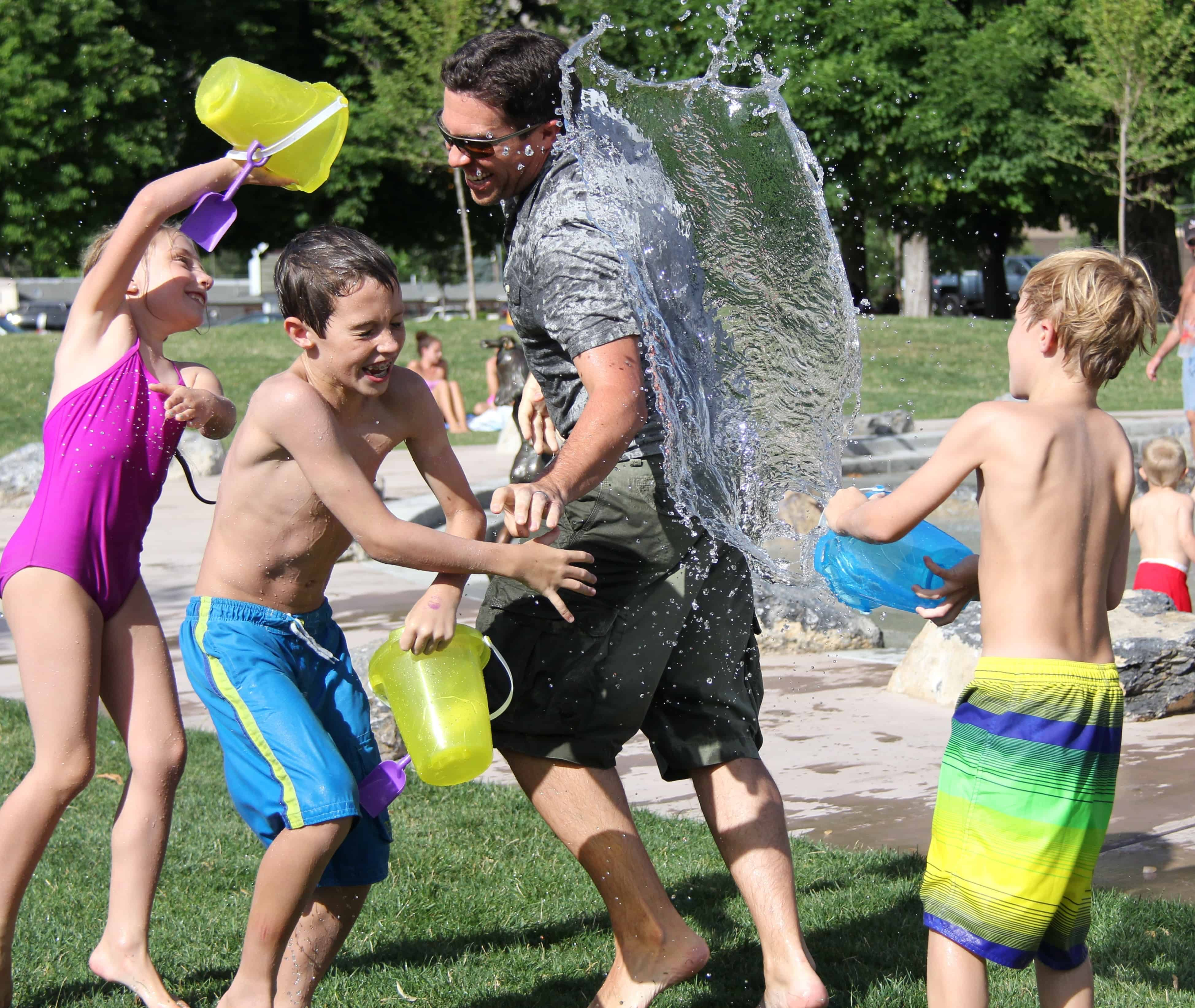 Dad water fight with kids