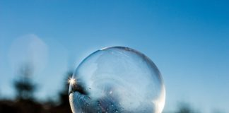 Bubble freezing in the cold
